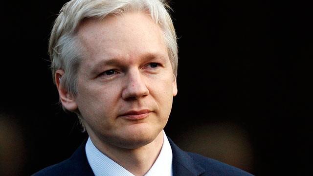 A conexão à Internet do fundador do WikiLeaks, Julian Assange, foi cortada nesta segunda-feira (17), na embaixada do Equador em Londres, onde ele está refugiado há quatro anos