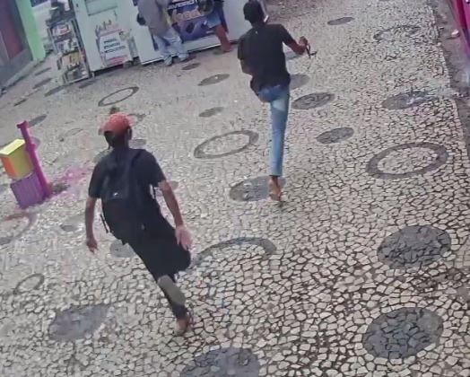 Bandidos praticam assalto em joalheria no Centro
