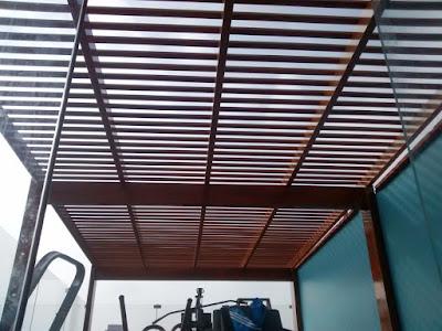 Techo sol y sombra de madera en San Isidro