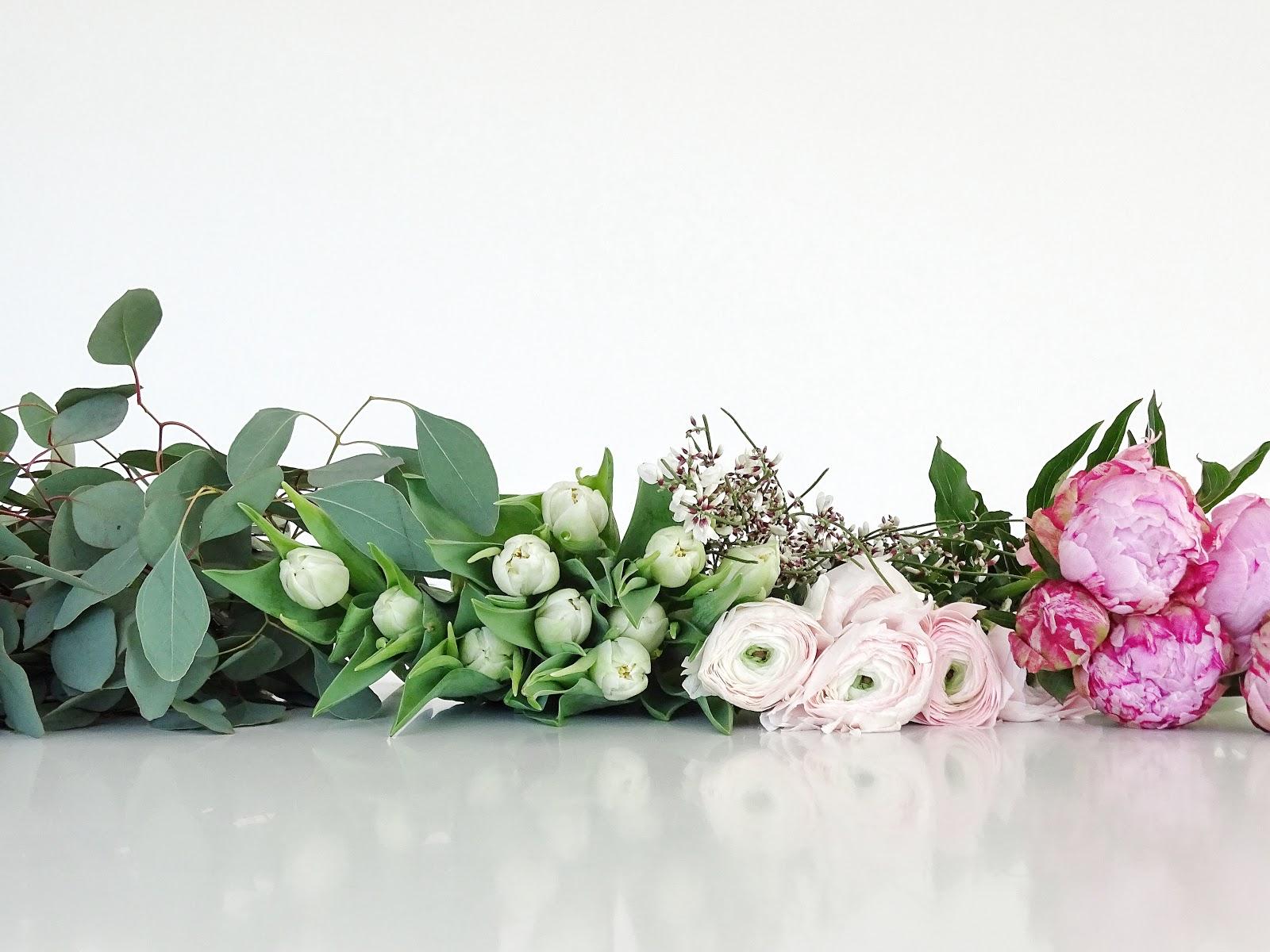 Frühlingsblumen: Ranunkeln, Pfingstrosen, Tulpen und Eukalyptus | Fotoaktion #12von12 und 1 Tag in 12 Bildern | https://mammilade.blogspot.de