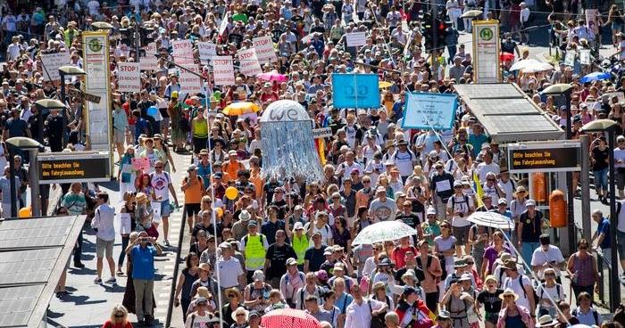 Εκατοντάδες επιστήμονες/επαγγελματίες υγείας απ' όλον τον κόσμο, ενώνουν τις φωνές τους ενάντια στην μαζική ψύχωση COVID-19