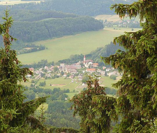Machov (niem. Machau, pol. Machow) - miasteczko przygraniczne w Czechach, w kraju kralovohradeckim.