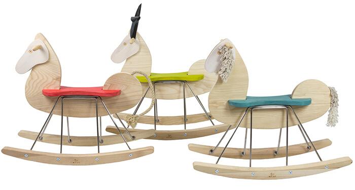 Cavalli a dondolo in legno massello