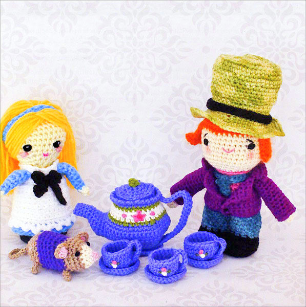 Free Alice in Wonderland Amigurumi Pattern (Crochet) - Daisy and Storm | 600x597