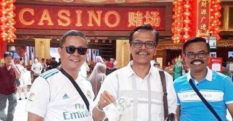 Viral Foto Anggota DPRD 50 Kota Pamer Uang Dolar Berpose di Kasino Singapura, Ini Kata Mahfud MD
