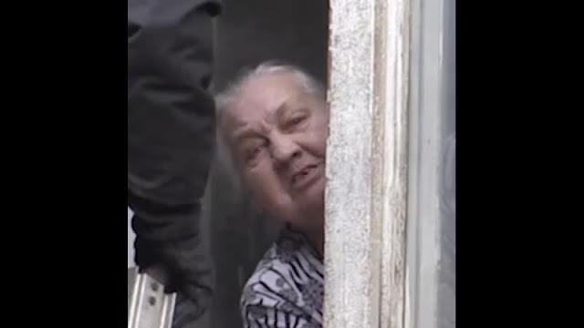Подвыпившая бабушка выбросила из окна свою 11-месячную внучку