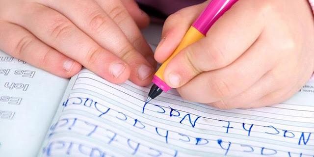 Πώς μπορούμε να βοηθήσουμε τα παιδιά με δυσλεξία να οργανώσουν το γραπτό τους λόγο;
