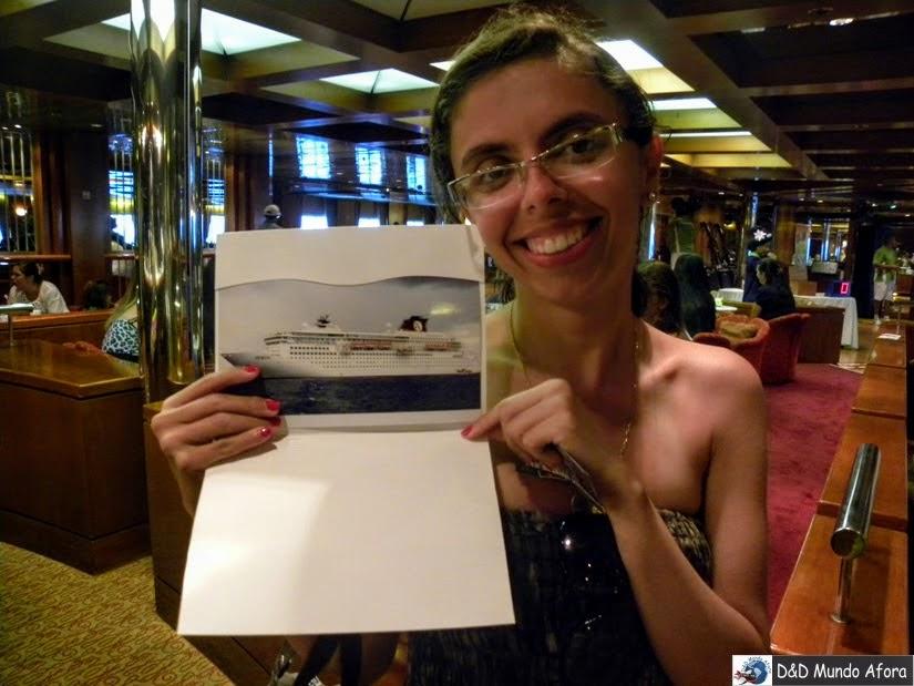 Companhando fotos no navio