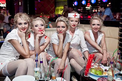 صور لعرض ممرضات شقراوات جميلات