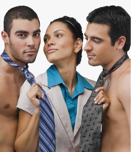 seks-odna-devushka-i-dva-patsana-surgut-eroticheskiy-massazh