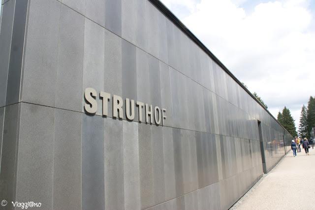 L'edificio Nero che ospita il Centro Europeo del Resistente Deportato