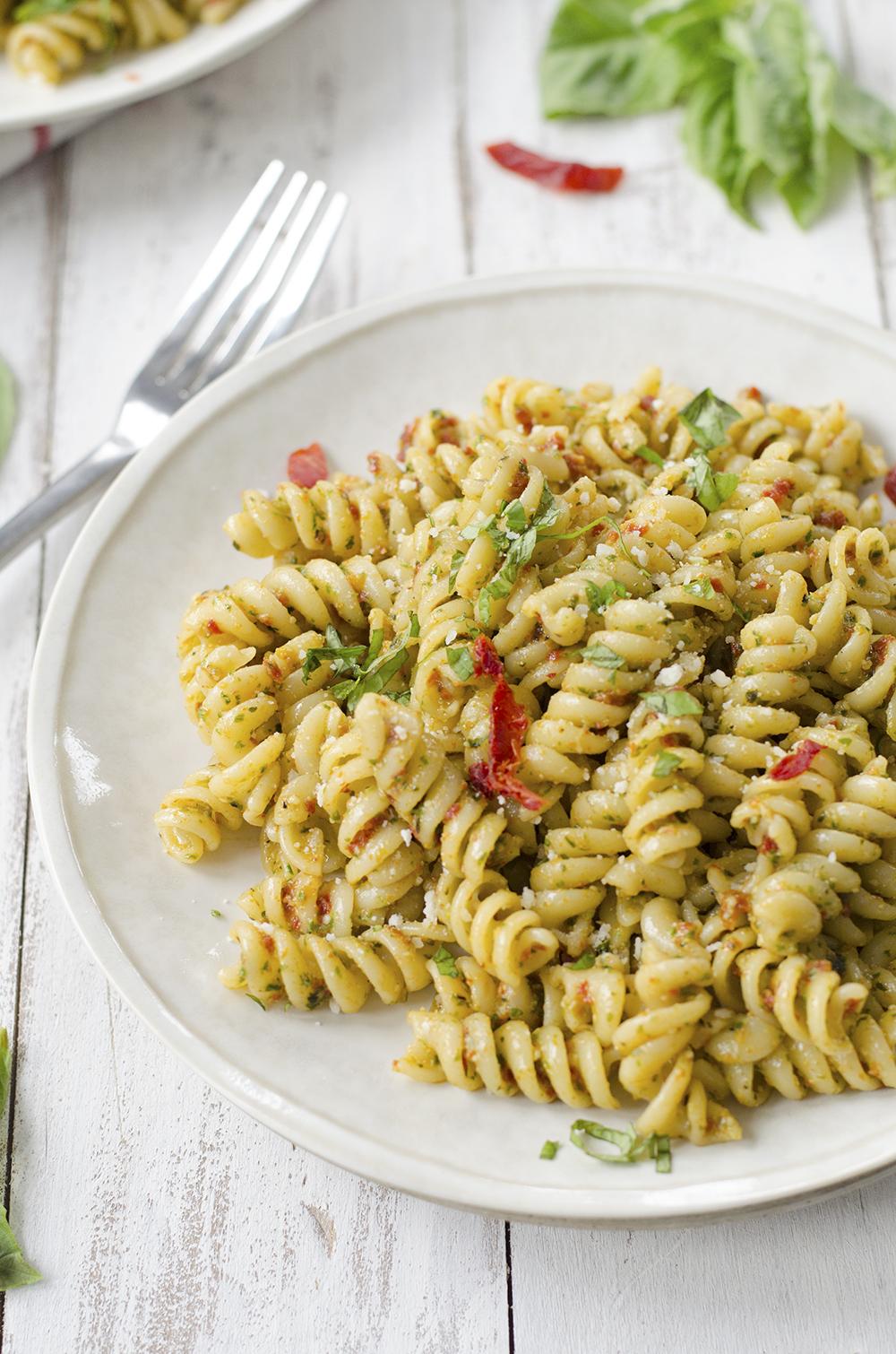 #Recipe : 7 Ingredient Sun Dried Tomato Pesto Pasta