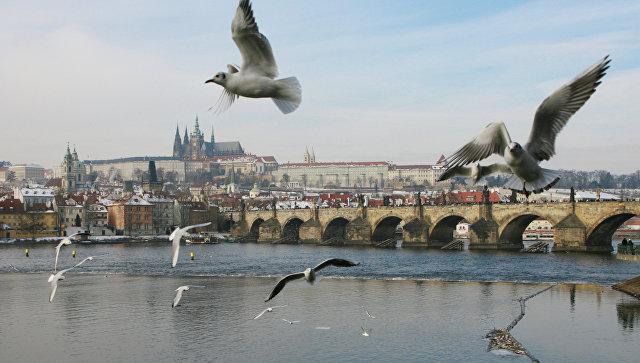 В Праге рухнул пешеходный мост через Влтаву