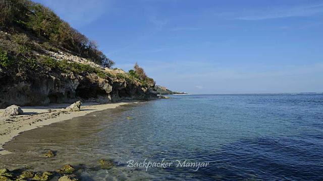 Tebing karang Pantai Gunung Payung Bali