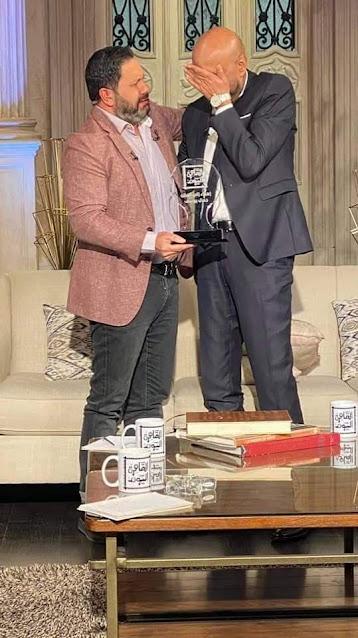 """تكريم الفنان جمال يوسف في برنامج """"القاهرة اليوم"""" وبكاء إدوارد أثناء تسليمة الدرع"""