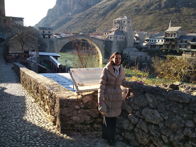 Pencil Drawing (The Making of): Outfit Post + Illustration (location Mostar, Bosnia and Herzegovina, old town and bridge)
