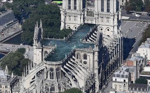 Medencét alakítanának ki a Notre Dame tetején svéd építészek