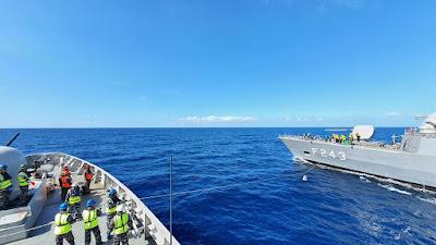 "KRI Sultan Hasanuddin 366 Latihan Bersama ""Mailbag Transfer  dan Sailing Pass "" di Laut Mediterania"