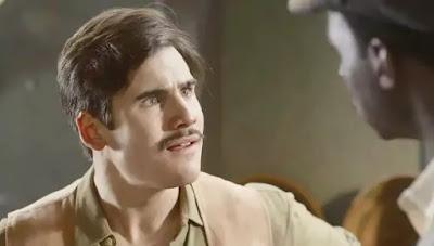 Alfredo (Nicolas Prattes) comete crime após se revoltar com Osório (Nicola Siri) em 'Éramos Seis'