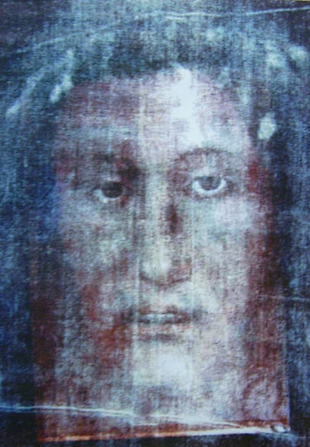 Superposição fotográfica sobre o Santo Sudário de Turim  apresentou resultados muito sugestivos