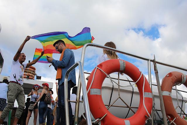 Barco del orgullo gay en Barakaldo