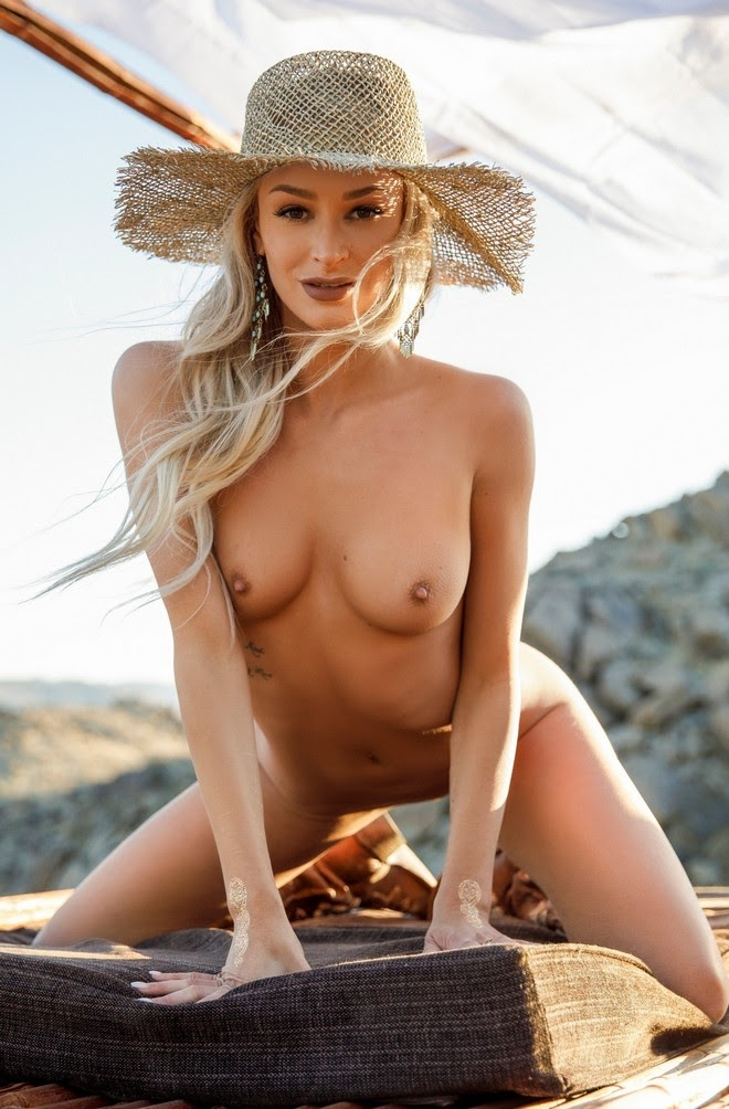 [Playboy Plus] Emma Hix - Desert Sunset