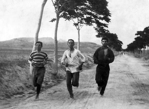 Όταν ο Σπύρος Λούης κόβει πρώτος το νήμα τερματισμού στο αγώνισμα του Μαραθωνίου
