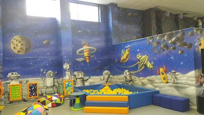 Malowanie scian w bawialni, graffiti 3D w bawialni, aranżacja ścian w sali zabaw dla dzieci,