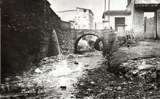 antiguos puentes bogotanos
