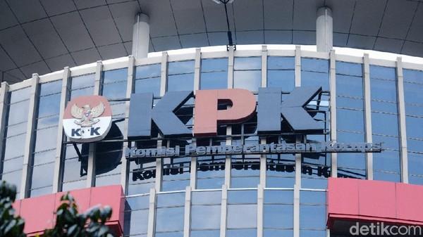 KPK Geledah 3 Rumah Azis Syamsuddin, Bukti Kasus Suap Penyidik Ditemukan
