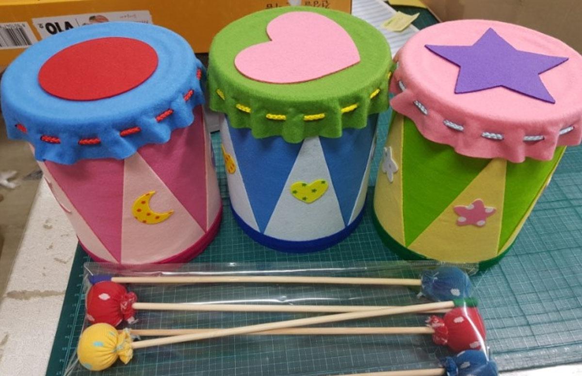 làm đồ dùng đồ chơi góc âm nhạc