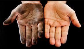 manos con grasa con desengrasante hand clean