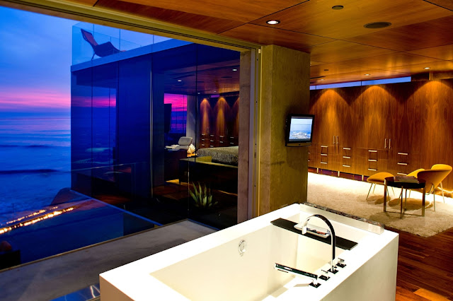 Picture of modern bathroom with the bathtub overlooking the ocean