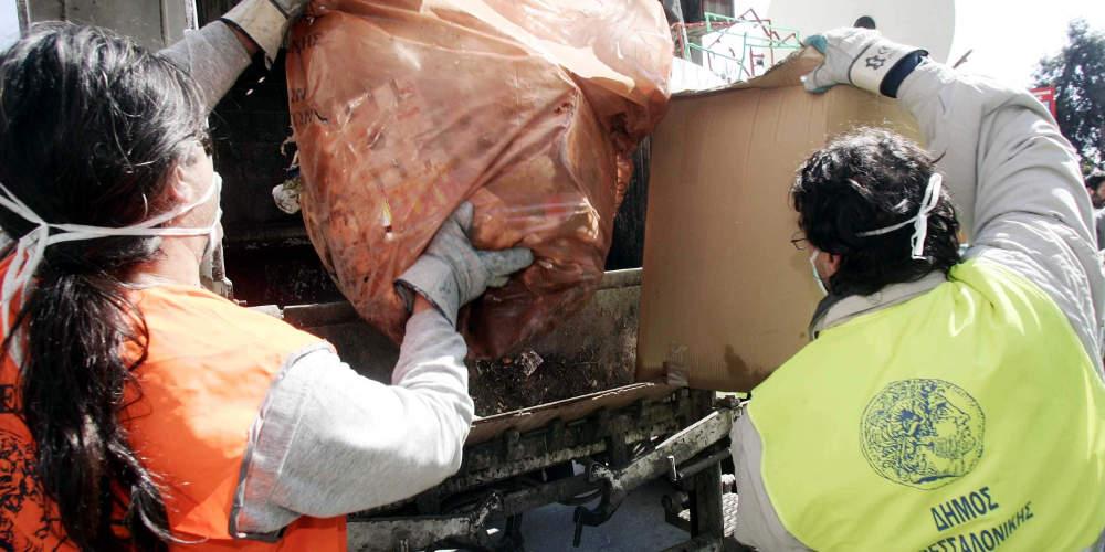 Σοκ στην Θεσσαλονίκη: Επεσε οξύ στο πρόσωπο καθαρίστριας του δήμου