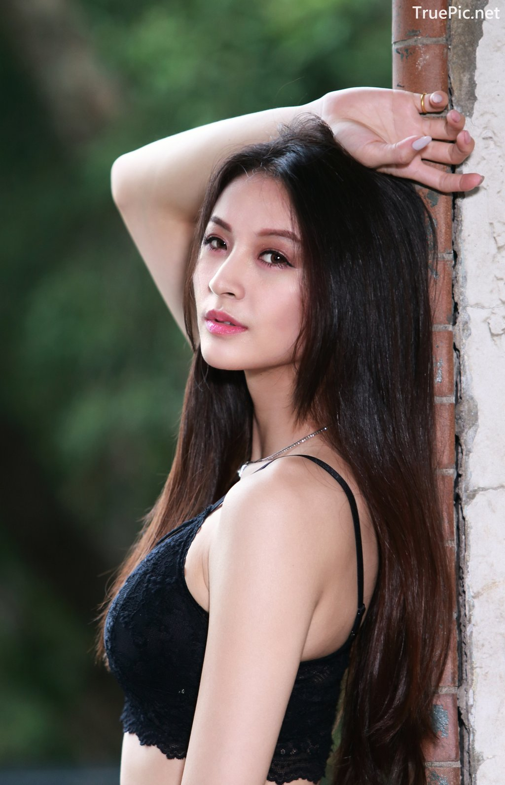 Image-Taiwanese-Beautiful-Long-Legs-Girl-雪岑Lola-Black-Sexy-Short-Pants-and-Crop-Top-Outfit-TruePic.net- Picture-20