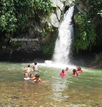 mandi di air terjun way lalaan