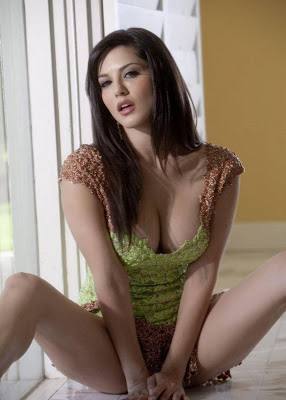 sunny leone spicy hotest outfit cleavage beautiful indian