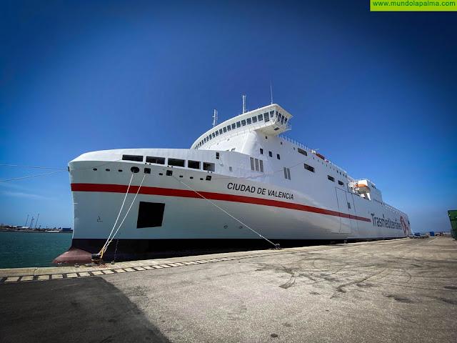 Naviera Armas Trasmediterránea estrena el ferry Ciudad de Valencia en la línea Cádiz-Canarias