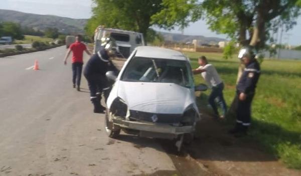 جرحى في حادث إنحراف سيارة بأولاد فارس