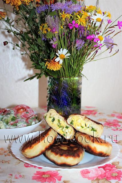 рецепт жареных пирожков с яйцом и зеленым луком