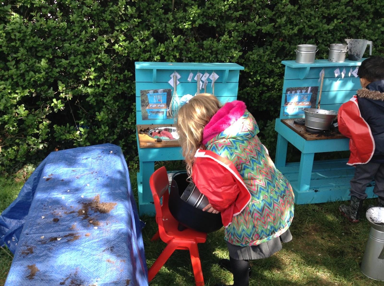Mud Kitchen fun! :: Hilldene Primary School News