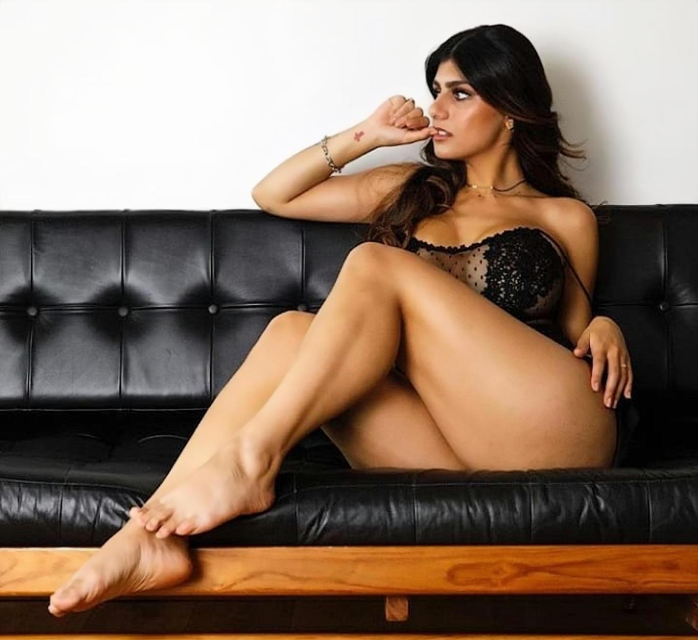 Mia Khalifa Super Sexy Wallpaper