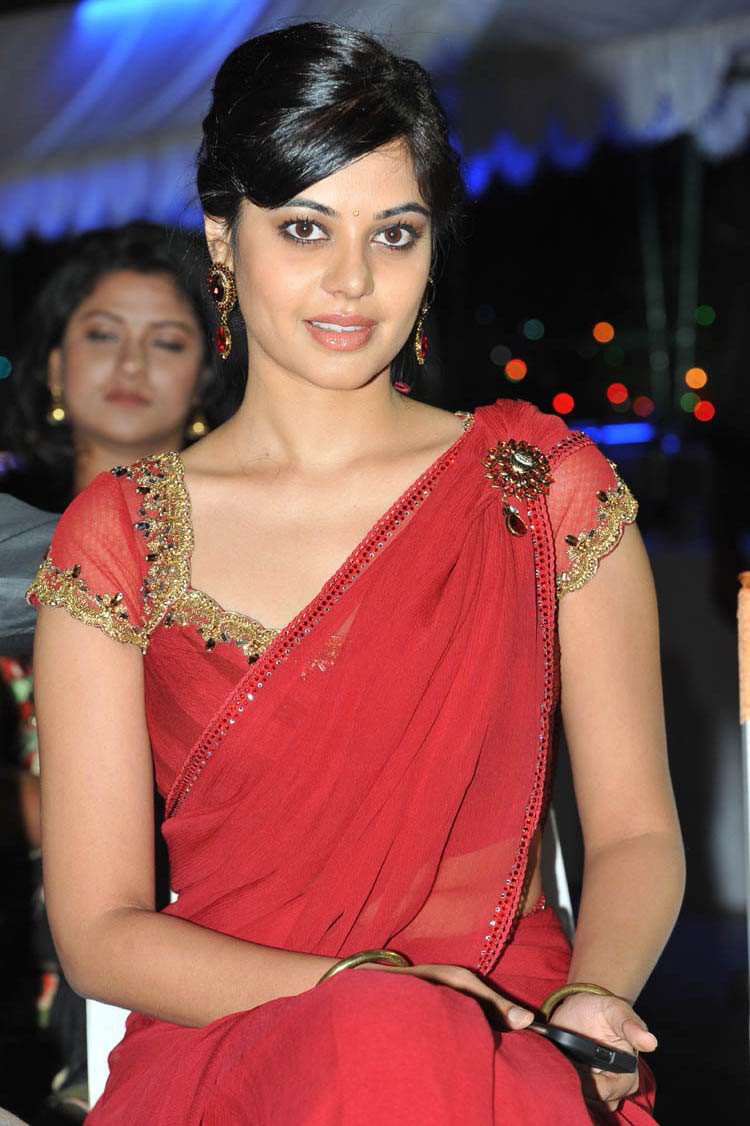tollywood sexy actress madhavi latha hot saree removing