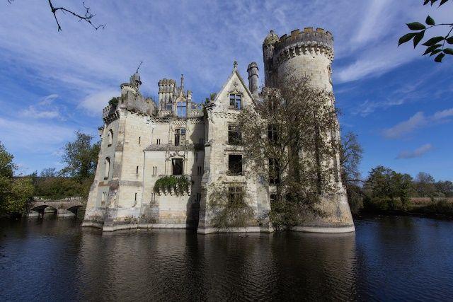 Château de la Mothe-Chandeniers, abandonado