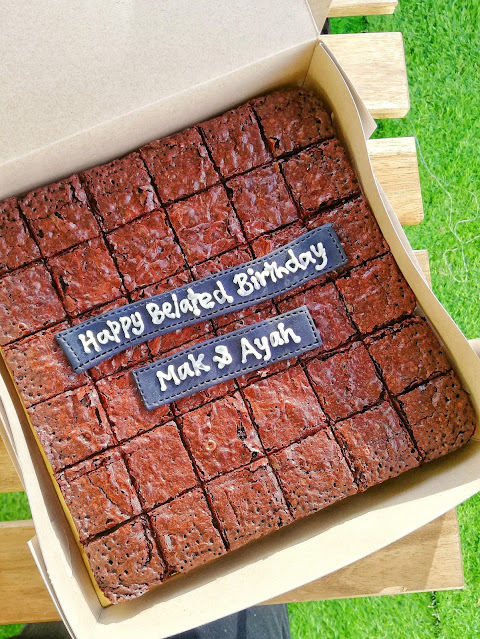 Brownies decoration, brownies tower, brownies hiasan, birthday brownies, wedding brownies, brownies hantaran, hias brownies