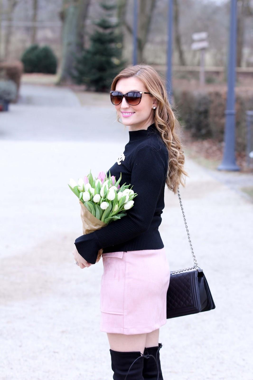 Rosa-rock-schwarzer-Pullover-Schwarze-Overknees-Rosa-Lippenstift-Deutsche-Fashionblogger