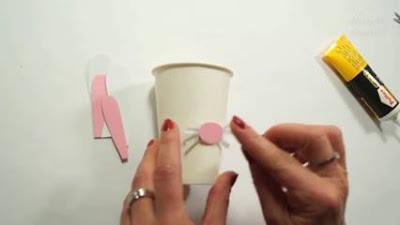 Cara Menghias Gelas Plastik Bekas Menjadi Hiasan Lucu