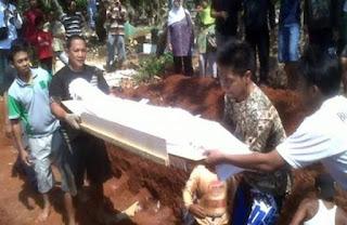 Jadi Penganut Syiah, Jenazah ini Ditolak Dibukurkan di Kampung Halamannya Sampang