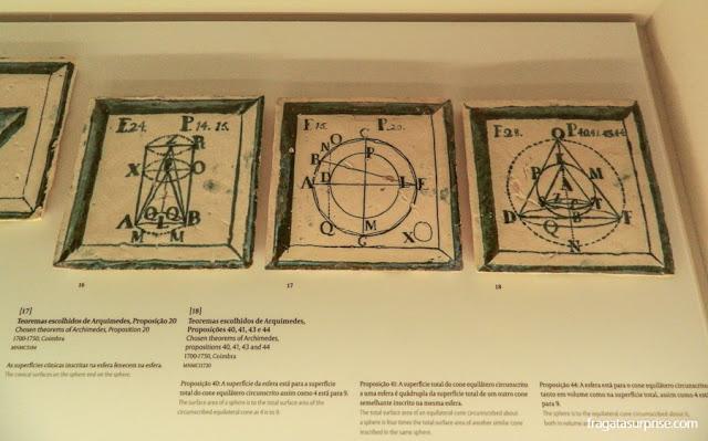 Azulejos reproduzem teoremas de Arquimedes, acervo do Museu Nacional Machado de Castro