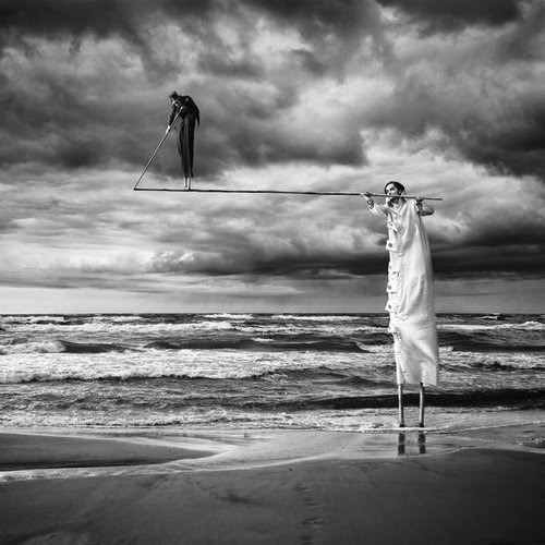 06-Acrobats-Dariusz-Klimczak-Black-and-White-Surreal-Altered-Reality-www-designstack-co